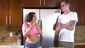 Mouth watering stepmom Aleksa Nicole bangs her nerd stepson