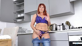 Beau Diamonds last analysis never take fingers off of her shaved pussy