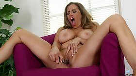 Prex mature Sienna Lopez opens their way legs to play with a dildo
