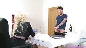 Tattooed blonde MILF Jarushka Ross spreads her legs to ride