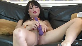 Homemade video of Roxanne pleasuring her pussy beside a vibrator