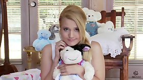 Lovely 18-Years-Old Gets Shagged By A Big Knob - bella banxx