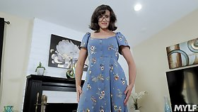 Nerdy stepmom with juicy bowels Penny Barber turned to be a hot teaser