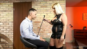 Full-grown usher mistress Anna Valentina bangs young submissive dude
